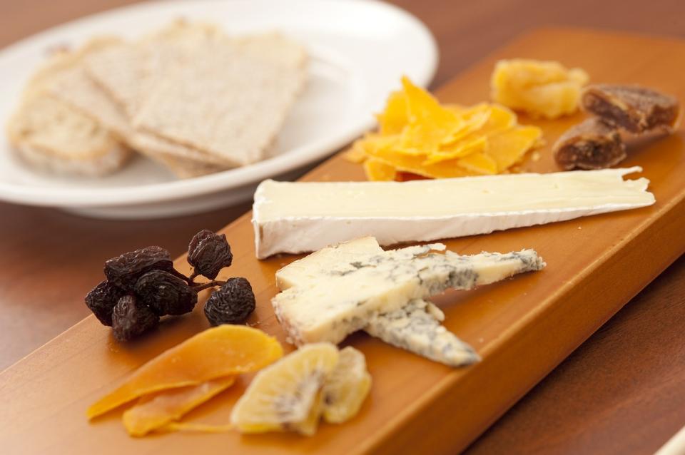Sama pomisao na sir potiče lučenje sline koja prirodno štiti usnu šupljinu :)