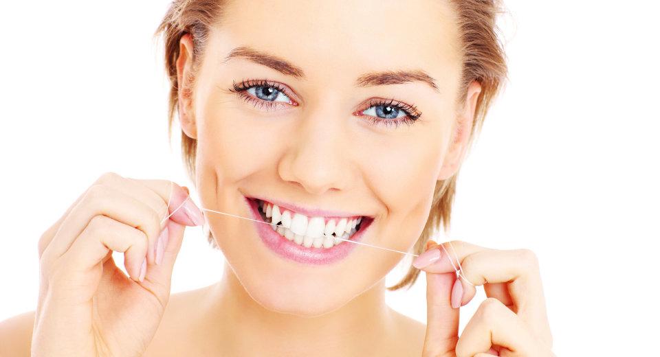 Uz zubni konac osmjeh je ljepši i zdraviji