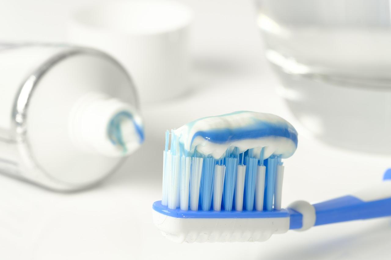 Olovka za izbeljivanje zuba utisci