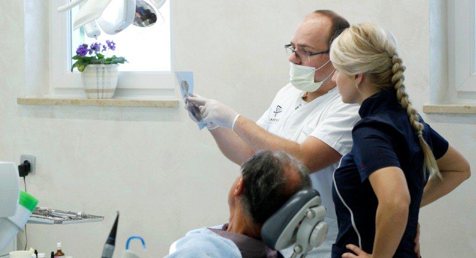 Podizanje dna sinusa ponekad je potrebno za ugradnju implantata